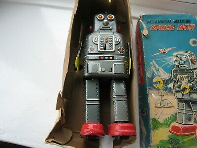 Vintage 1960's Mechanical Walking Space Man  Robot Tin Toy By (SY Japan) Boxed • 300£
