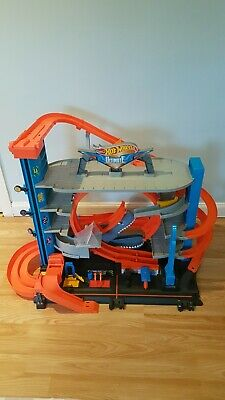 Hot Wheels Ultimate City Garage With Shark Attack • 60£
