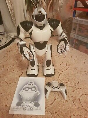 Robosapien V2 Wowwee (2005) 2nd Gen With Remote Control And Manual • 50£
