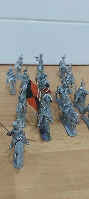 White Metal Horses And Riders • 18£