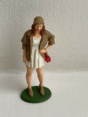 1/32 SCALE FIGURE (Vanessa & Bag)HAND PAINTED/Scalextric/Slot Cars Etc • 11£