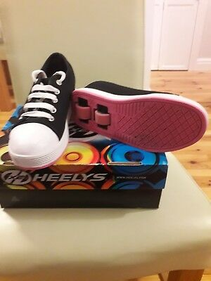 Girls Heelys Size 2 Black And Pink. Good Condition. • 15£