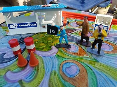 60's Style Elf Pit Building With Figures Not Official Scalextric With Figures • 23£