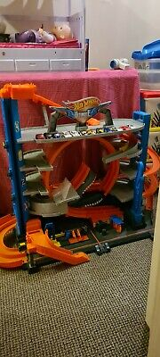 Hot Wheels FTB69 City Garage With Loops And Shark Toy Playset With 12 Cars • 16£
