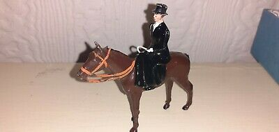 Britains Hunt Series(lead/metal)mounted  Huntswoman(side Saddle Horse)v.n.mint • 3£