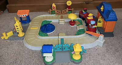 Fisher Price Little People Train Set With 3 Little People • 15£