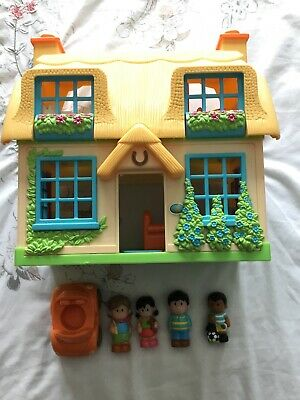 ELC Happyland Cottage House With Car And 4 Figures • 7£