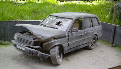 Range Rover P38 V8 Classic Diorama Diecast Model 1:24 Salvage Barn Find 4x4  • 39.99£