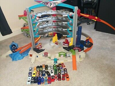 Hot Wheels Garage • 60£