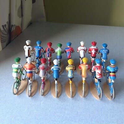 16 International Miniature Cyclist Figures 1/32 • 20£