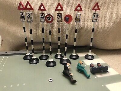 Original 1960s TriAng Spot On Spot-On British Road Signs + Driving Figures • 0.99£