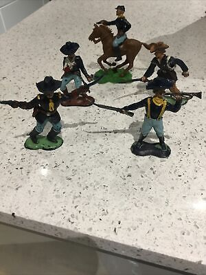 Crescent Union Toy Soldiers • 3£
