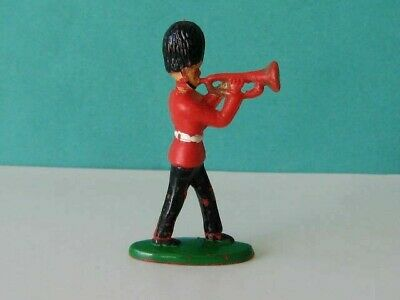 1 X CHARBENS. 1960's BRITISH GUARDS BANDSMAN. 1/32 SCALE PLASTIC TOY SOLDIER • 1.85£