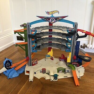 Hot Wheels Ultimate Shark Garage Playset, Complete But Wout Cars, Lights/Sounds • 41£