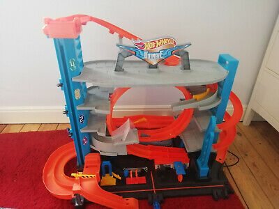 Hot Wheels City Ultimate Garage With Loops And Shark (FTB69) • 20£