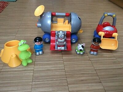 Happyland ELC Space Buggy And Figures • 2.20£