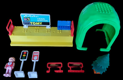 Tomy Train Set Vintage Tunnel Station Accessories Spares • 5£