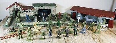 Vintage Wooden Handmade Fort / Farm With Plastic Soldiers / Figures • 9.99£
