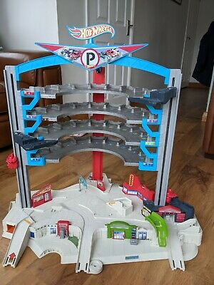 Hot Wheels City Ultimate Garage • 9.95£