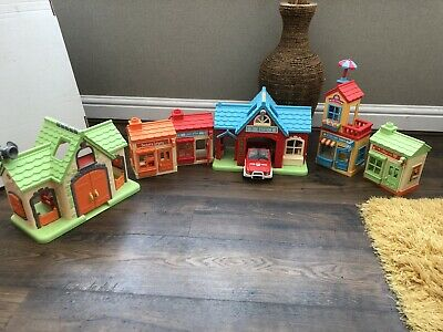 A Collection Of Dolls Shops/ Houses • 25£