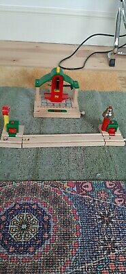 Brio Station And Signals • 6£
