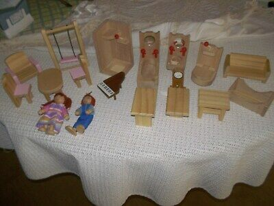 Wooden Dolls House Furniture 18 Items. • 5£