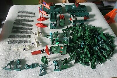 Approx 75 Plastic Soldiers And Tanks, And Other Things • 7.99£