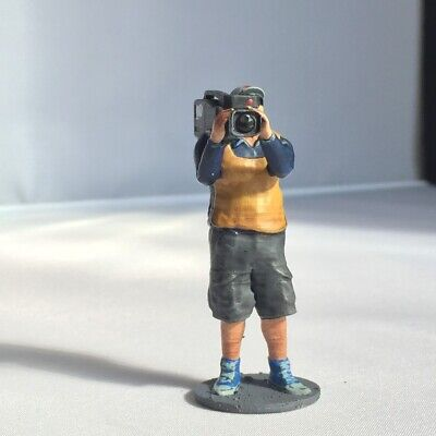 Cameraman Figure For Scalextric Trackside Scenery.1:32 • 6.99£