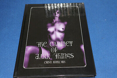 The Cabinet Of Dark Things Hardcover – 1 Oct 2005 • 35.99£