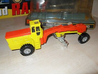Dinky 963 - Road Grader - Circa 1973 - Brand New With Original Base & Cover.  • 59.95£