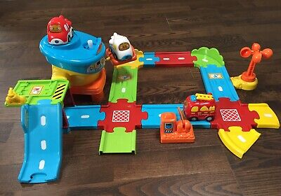 Vtech Toot Toot Drivers Airport With Aeroplanes And A Fire Engine. • 13.90£