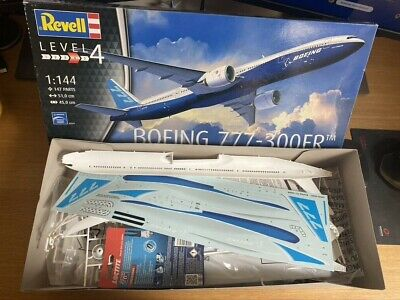Revell 04945 Boeing 777-300ER Model Kit • 15£