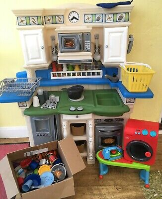 Step 2 Play Kitchen With Lots Of Accessories • 85£