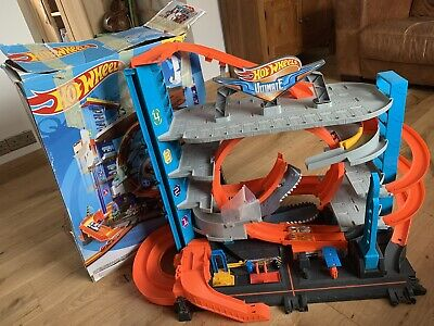 Hot Wheels FTB69 City Garage With Loops And Shark Toy Car • 35£