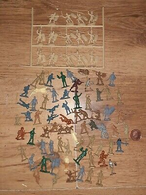 Job Lot Of Small Plastic Soldiers/Vikings • 3£