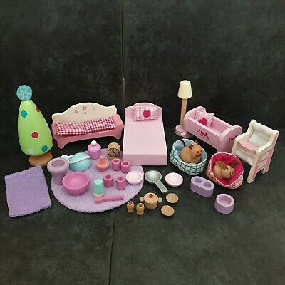 *** BUNDLE Of WOODEN FURNITURE For A DOLLS HOUSE - Pre School *** • 3.99£