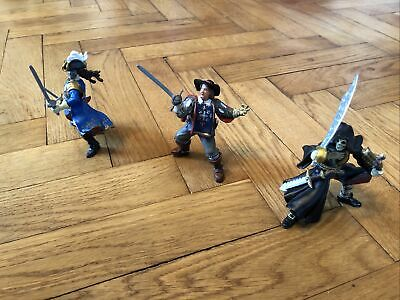 Bundle Of Three Papo Action Figures - Pirates & Musketeer • 5£