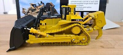 Norscot Model Cat 1/50 D11R LIMITED EDITION METAL TRACKS USED • 50£