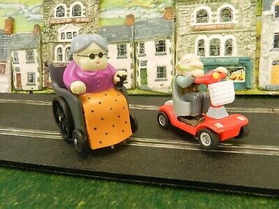 2x NOVELTY SCALEXTRIC SLOT RACING CONVERSIONS GRANNY & GRAMPA WHEELCHAIRS Q22 • 24.99£