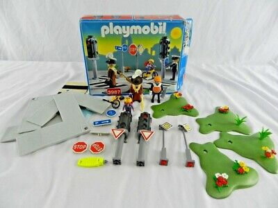 Playmobil City Life 3987: Crossroad With Traffic Lights • 8£