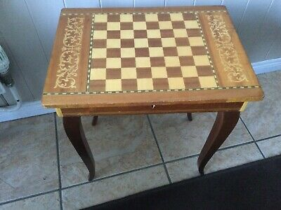 Italian Musical Chess Board Table With Chess Pieces • 20£