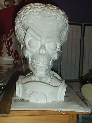 MARS ATTACKS 1/3 SCALE.unPAINTED RESIN BUST 11.1/2.inches/6.1/2.inches. • 60£