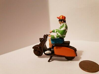 Lambretta Scooter  1/32 With Rider Figure Die Cast Not Britain's  • 38£