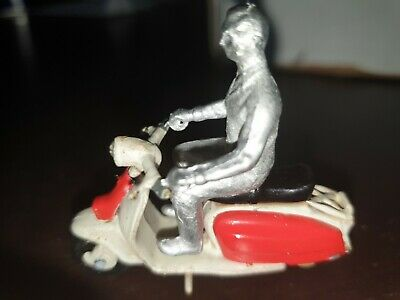 Lambretta Scooter  1/32 With Unpainted Rider Figure Die Cast Not Britain's  • 26.99£