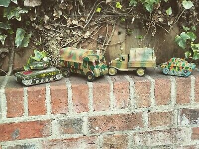Collection Of Old Tinplate Toys. • 100£