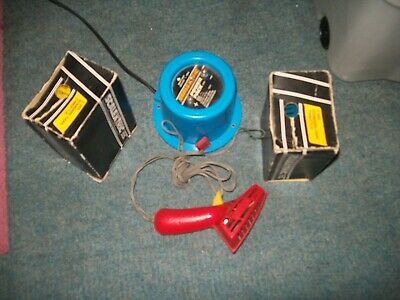 Scalextric: Five Classic Hand Controllers And Two Power Packs • 12£