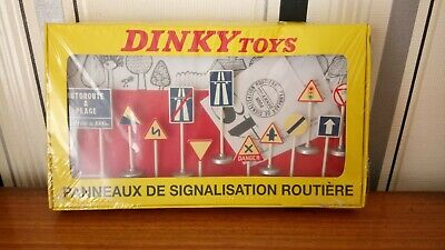 Dinky Set Of Plastic Road Signs Sealed  • 12£