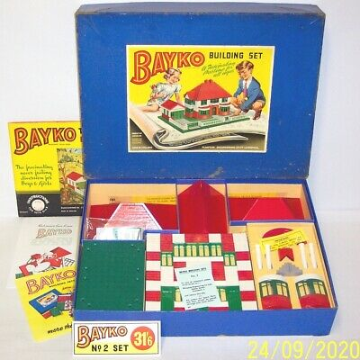 A VINTAGE 1959 BAYKO BUILDING SET No.2 IN EXCELLENT CONDITION, IN A 1955 BOX. • 129.95£