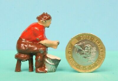 VINTAGE CHARBENS LEAD FARM MODELS - GIRL SITTING On STOOL MILKING - LOVELY MODEL • 7.99£