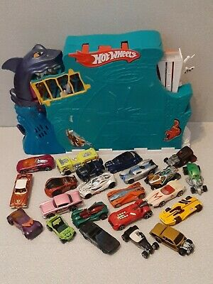 Hot Wheels Shark Bite Bay Playset With Bundle Of Cars • 20£